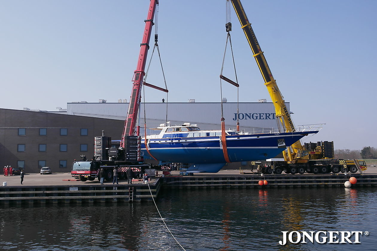 339 Tamer II Lifting at yard - Jongert Shipyard